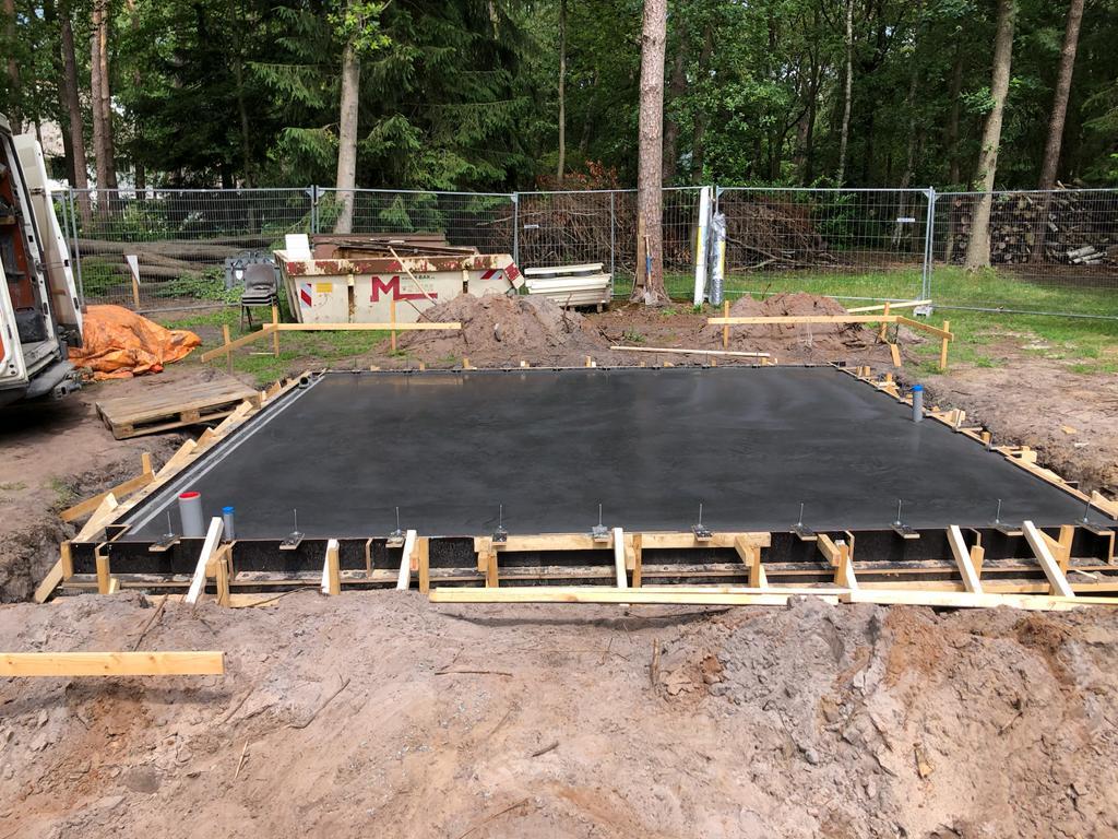 Antracietkleurige betonvloer Hilversum