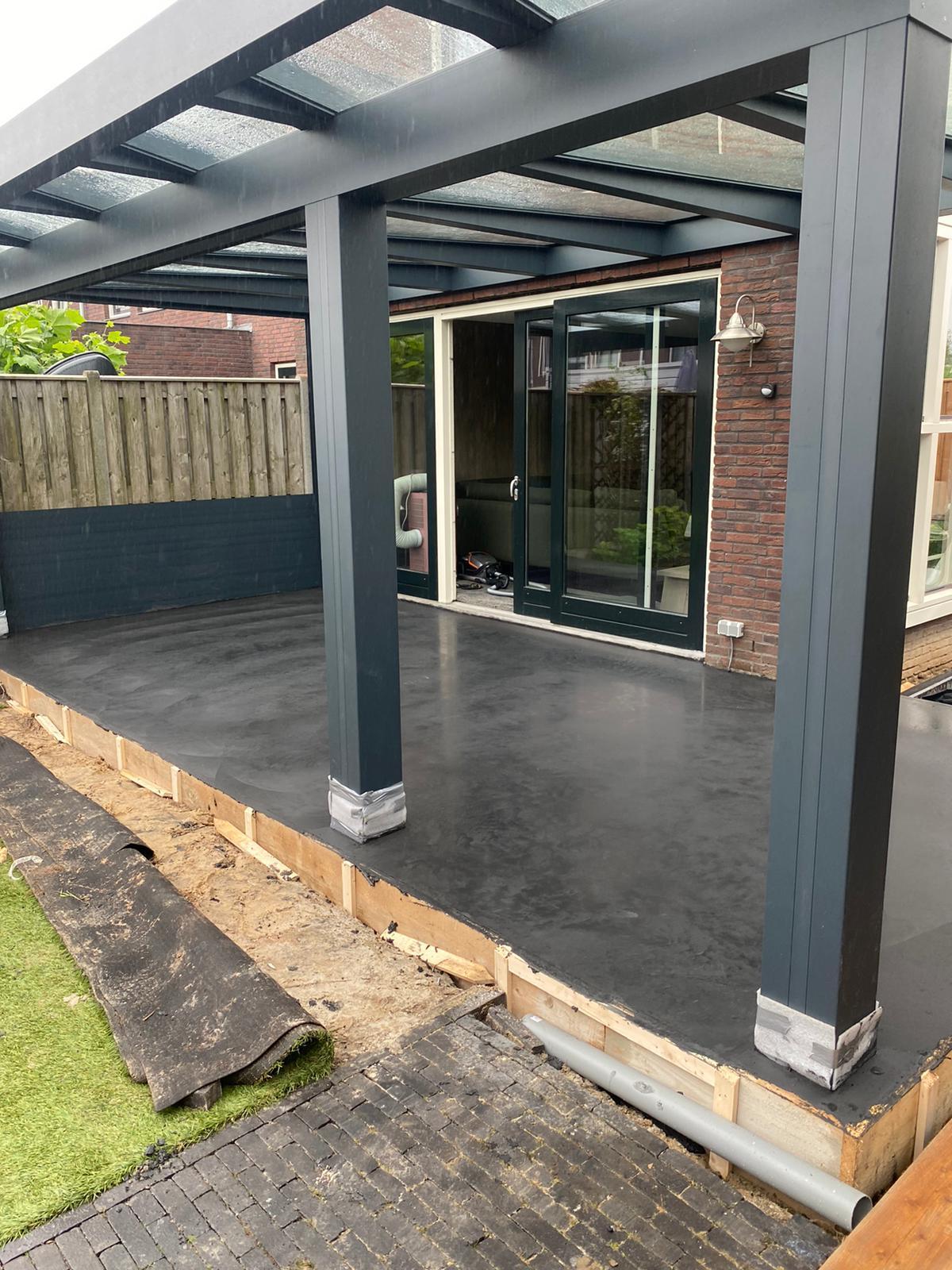 Antracietkleurige terrasvloer Huissen