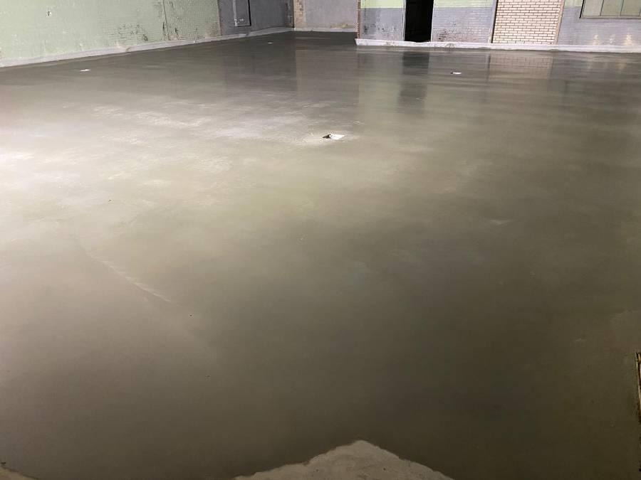 Betonvloer garage door HB Betonwerken
